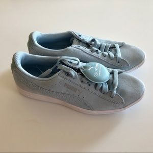 Brand new women's pumas 6.5 sneakers shoes blue